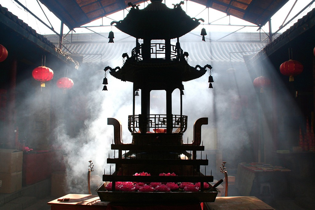 "<a href"" https://www.flickr.com/photos/gillpenney/3492514687"">Tianjin Temple 