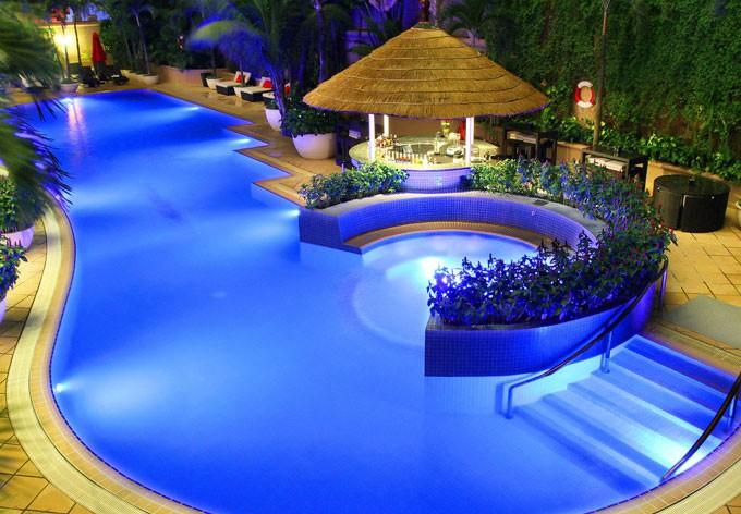 Swimming pool at Caravelle Saigon | ©  Courtesy of Caravelle Saigon