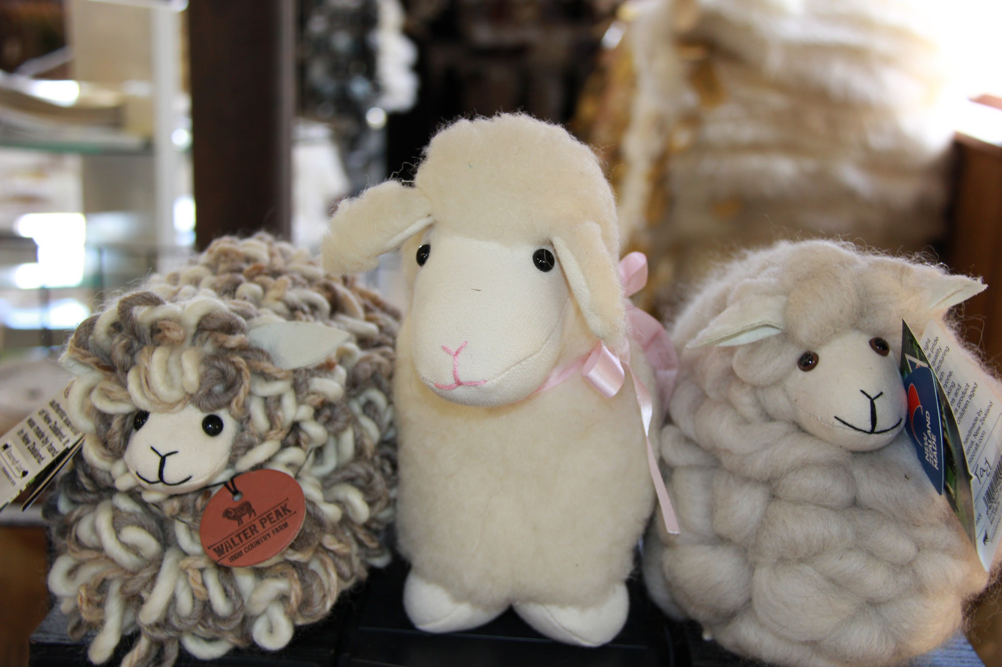 Souvenir sheep from a shop in Queenstown | ©  anne beaumont/Flickr