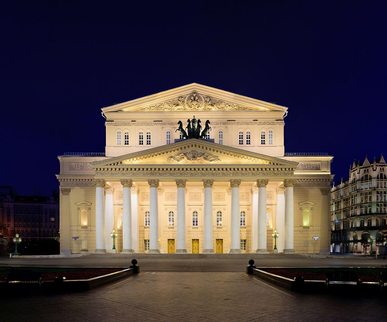 Bolshoi (Big) Theatre front facade view at night  | © DmitriyGuryanov/Wikimedia Commons