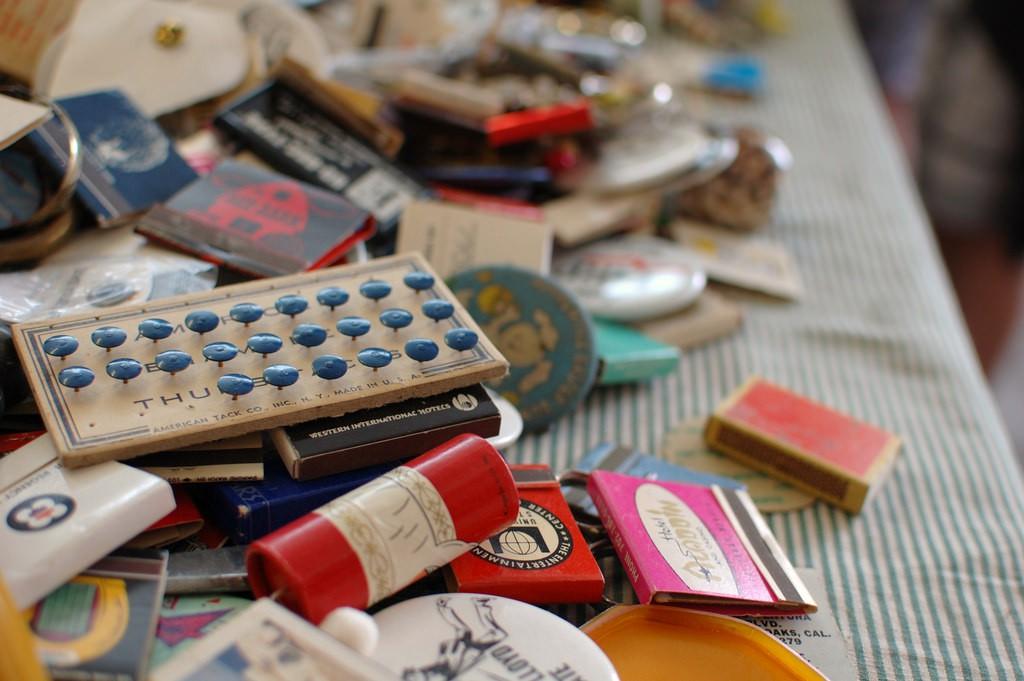 Flea market finds |© jen / Flickr