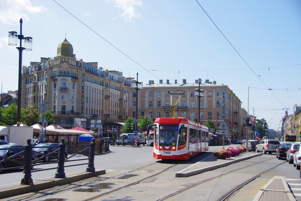 Saint-Petersburg tram 71-631 #7402   © Artem Svetlov/Flickr