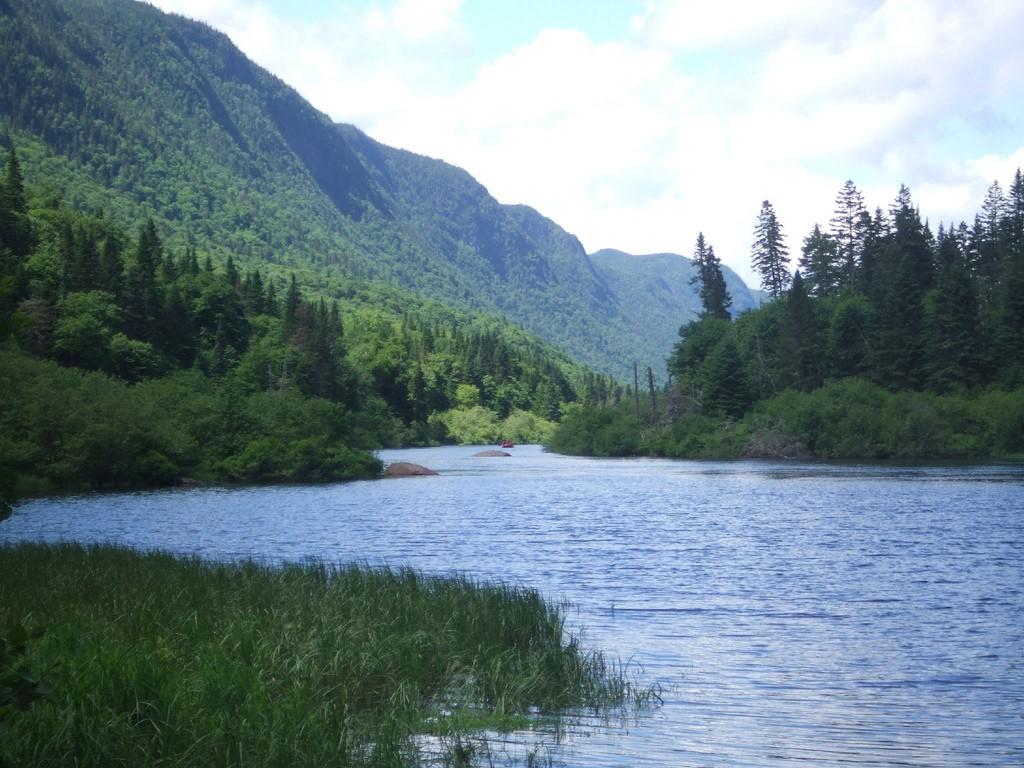 A lakeside landscape in Quebec   © xongnox / Flickr