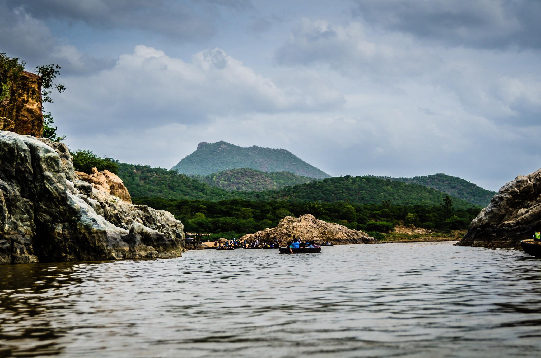Boating at Hogenakkal Falls | © Ashwin Kumar / Flickr