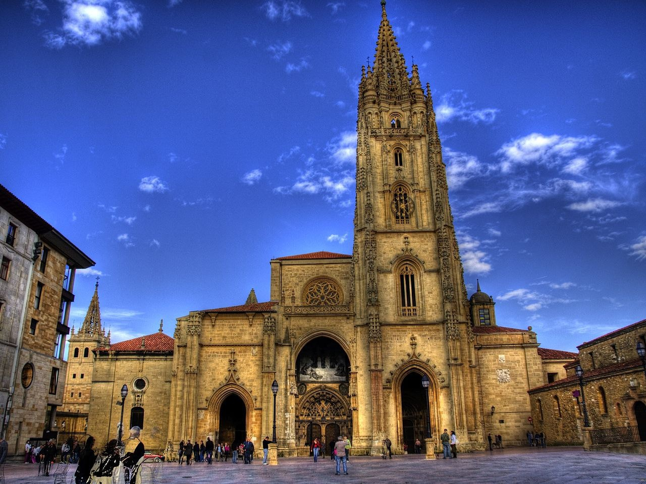 Visit Oviedo Cathedral in Asturias