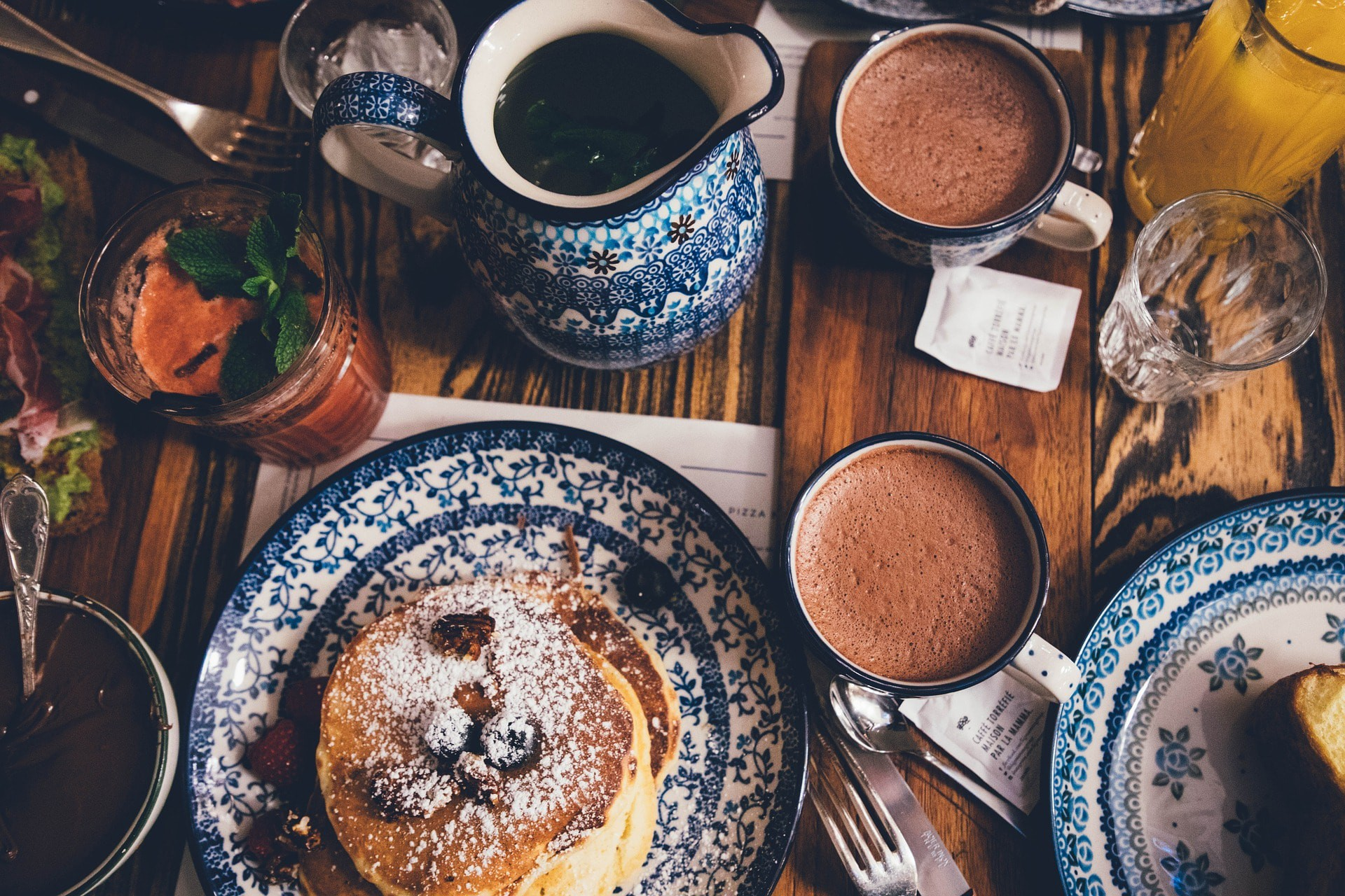 Pancakes and hot chocolate   © StockSnap / Pixabay
