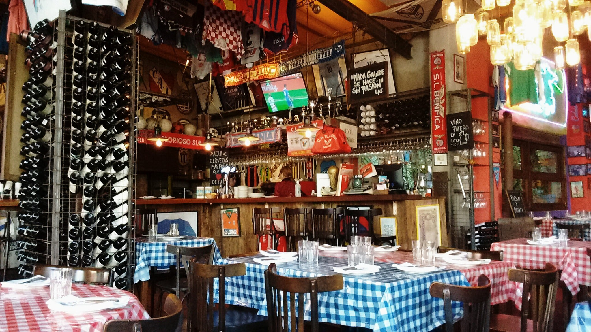 Check out the best cheap eats in Buenos Aires | © K.B.L. Luccia / Flickr