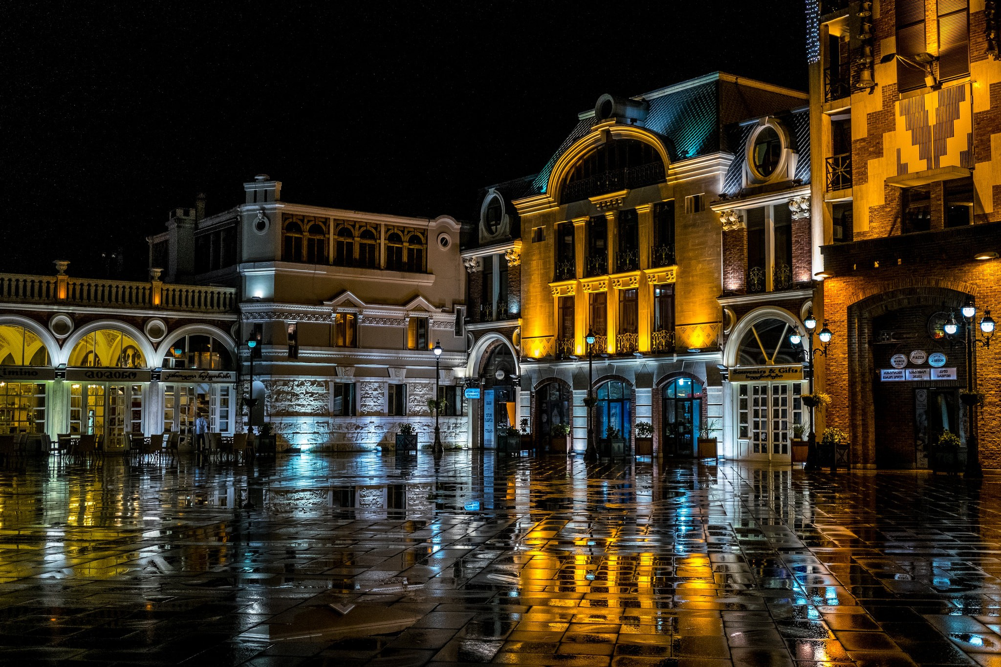 Piazza square | @ jagermesh / Flickr