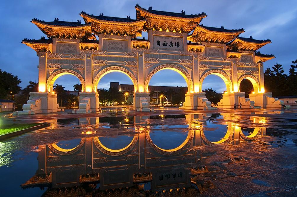 Chiang Kai-shek Memorial Hall after the rain   © Daniel Aguilera Sánchez / Flickr