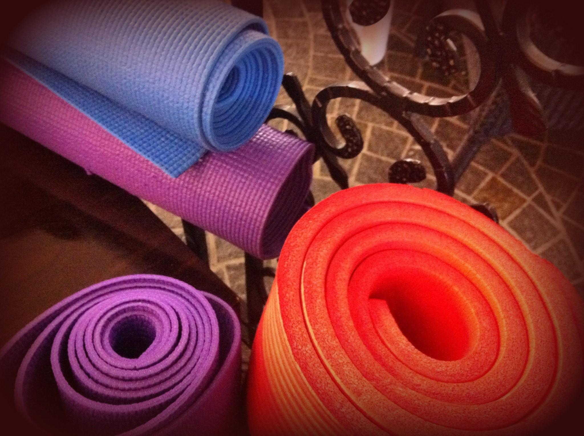 Yoga mats | © Tony and Debbie / Flickr