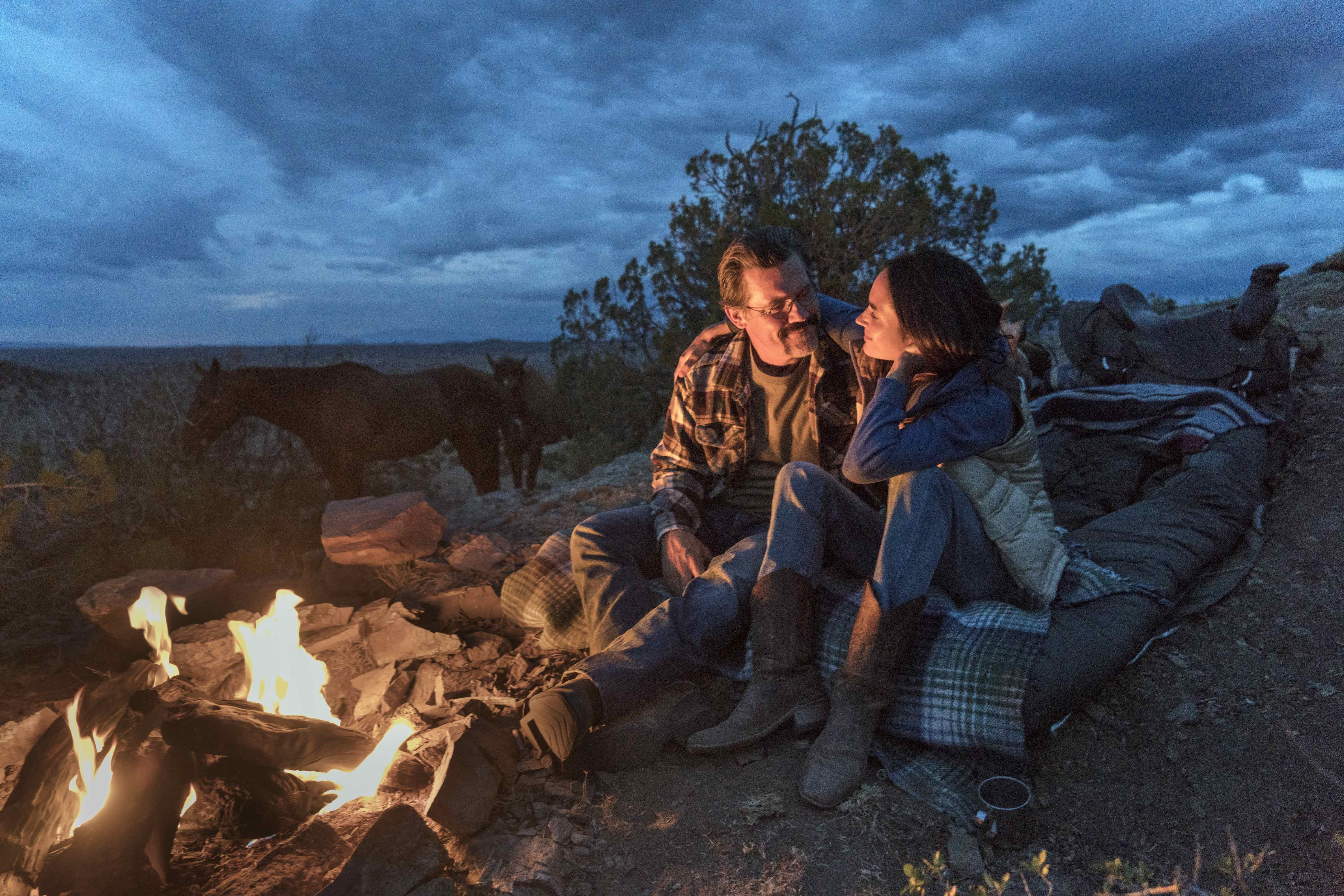 """Supe"" Eric Marsh (Josh Brolin) and Amanda Marsh (Jennifer Connelly) in Columbia Picturs' ONLY THE BRAVE."