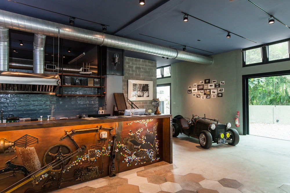 Industrial style at The Leaf Inn | Courtesy of Hotels.com