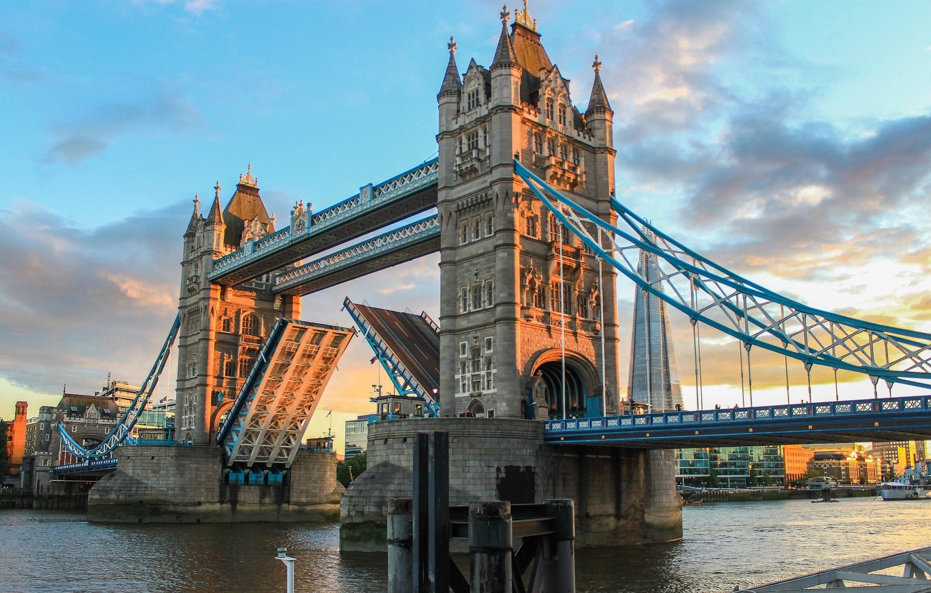 Katso muita ideoita: Englanti,Lontoo ja Vanhat matkailujulisteet.