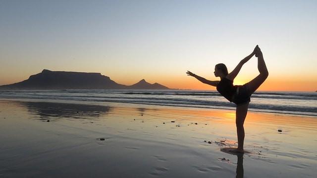 Yoga on the beach © Pixabay