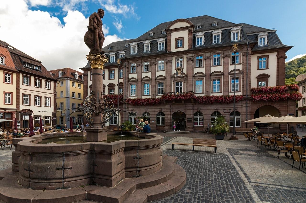 Old town market square  © herbert2512 / Pixabay