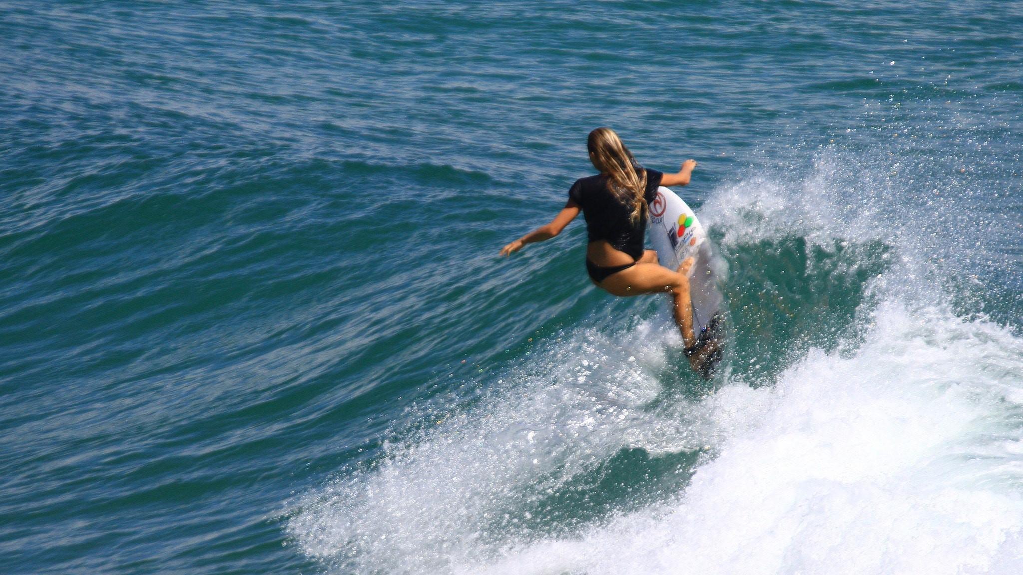 Surfer at Snapper Rocks   © Rod Marshall/Flickr