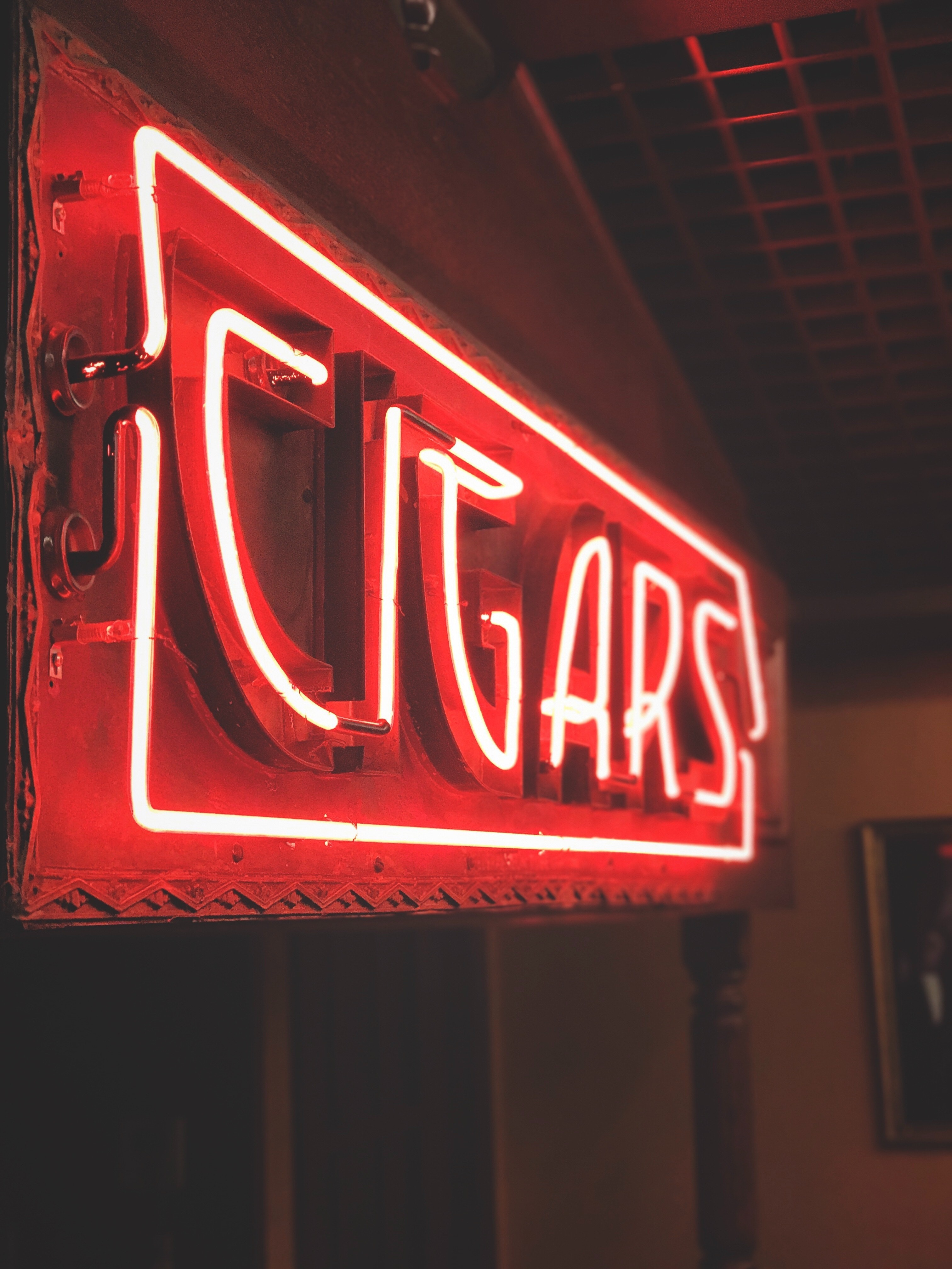 Where to Find London's Top Cigar Bars