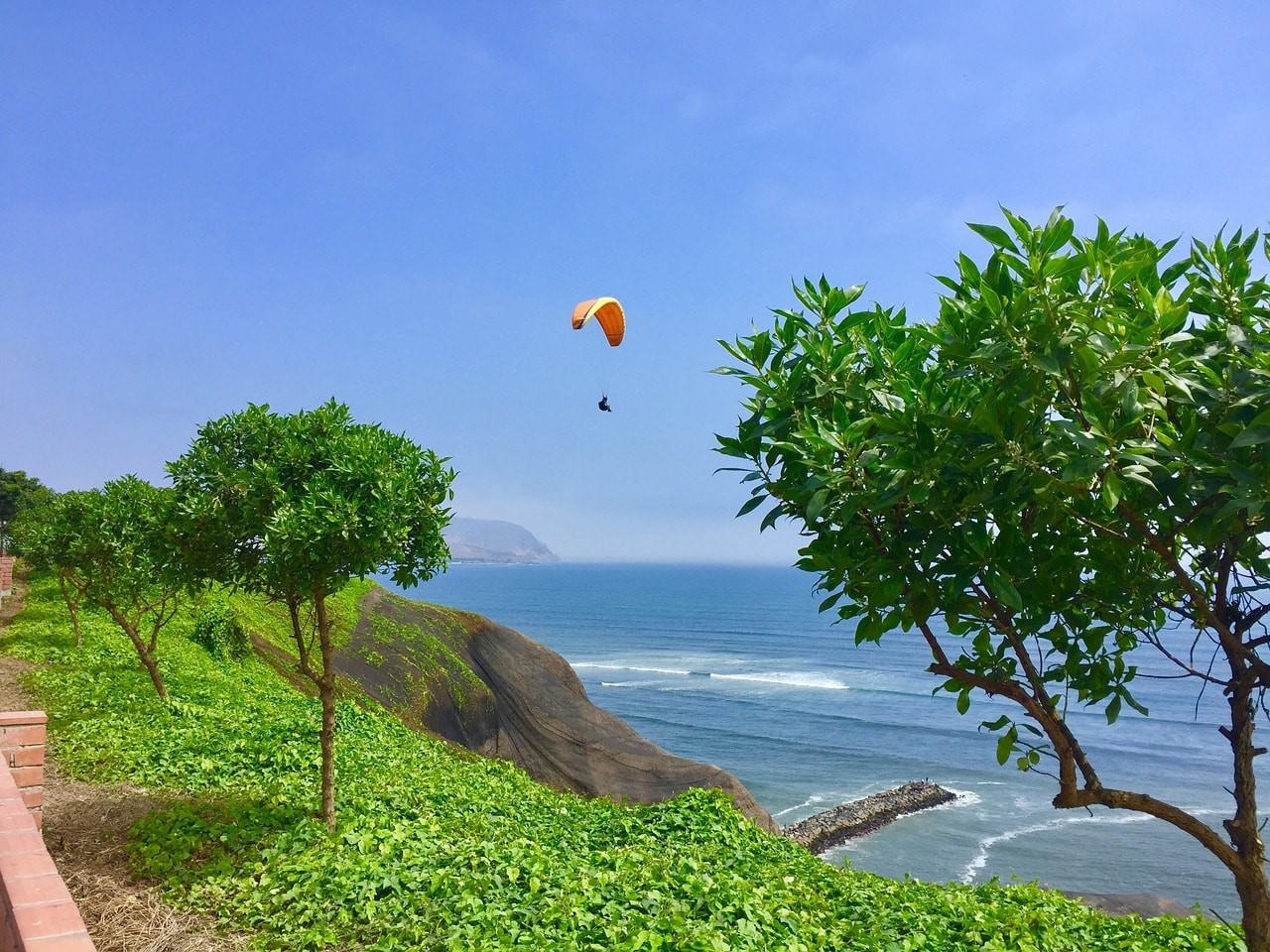 © Pixabay https://pixabay.com/en/lima-peru-paragliding-miraflores-1965785/