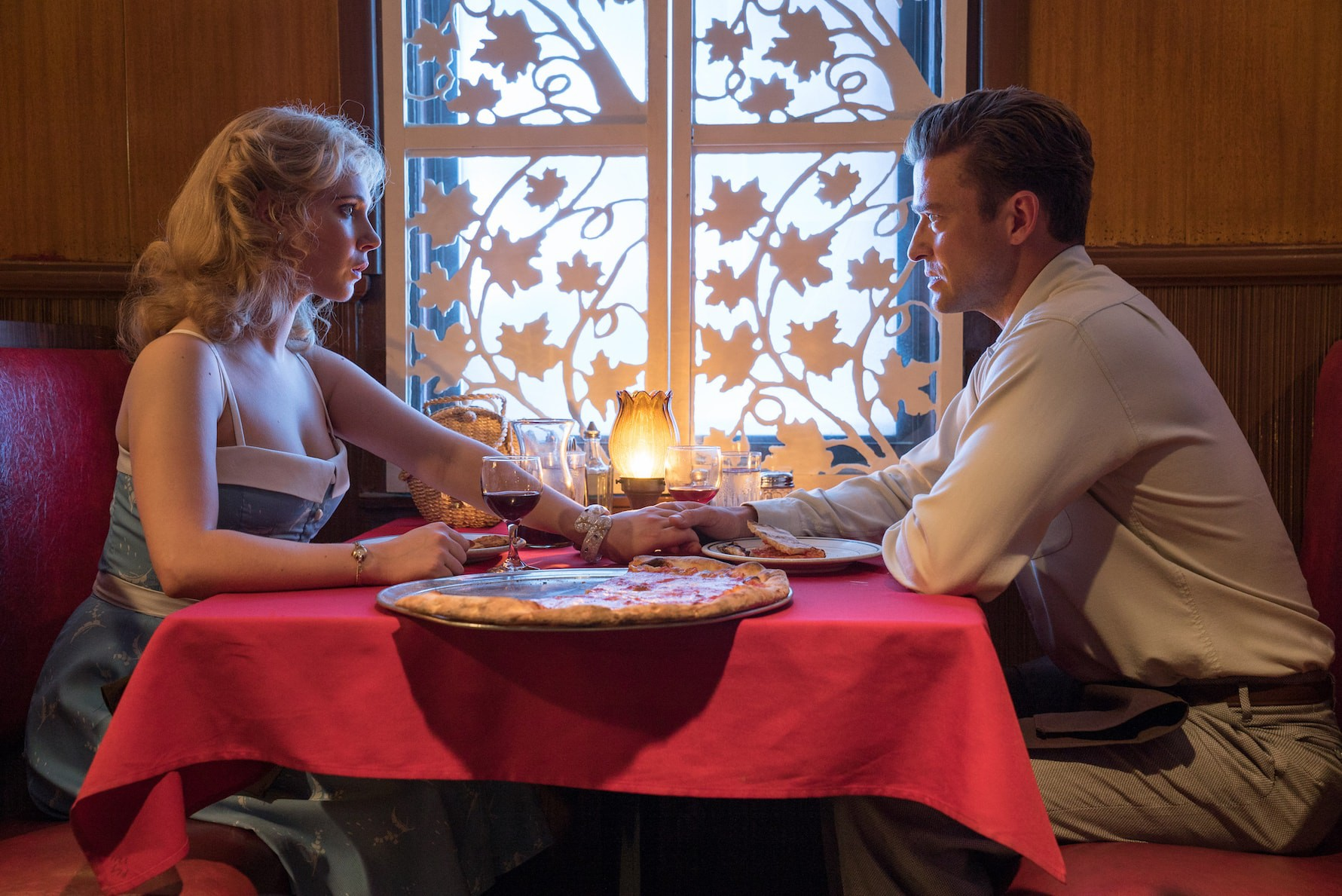 Juno Temple and Justin Timberlake in 'Wonder Wheel' © Warner Bros/Amazon Studios