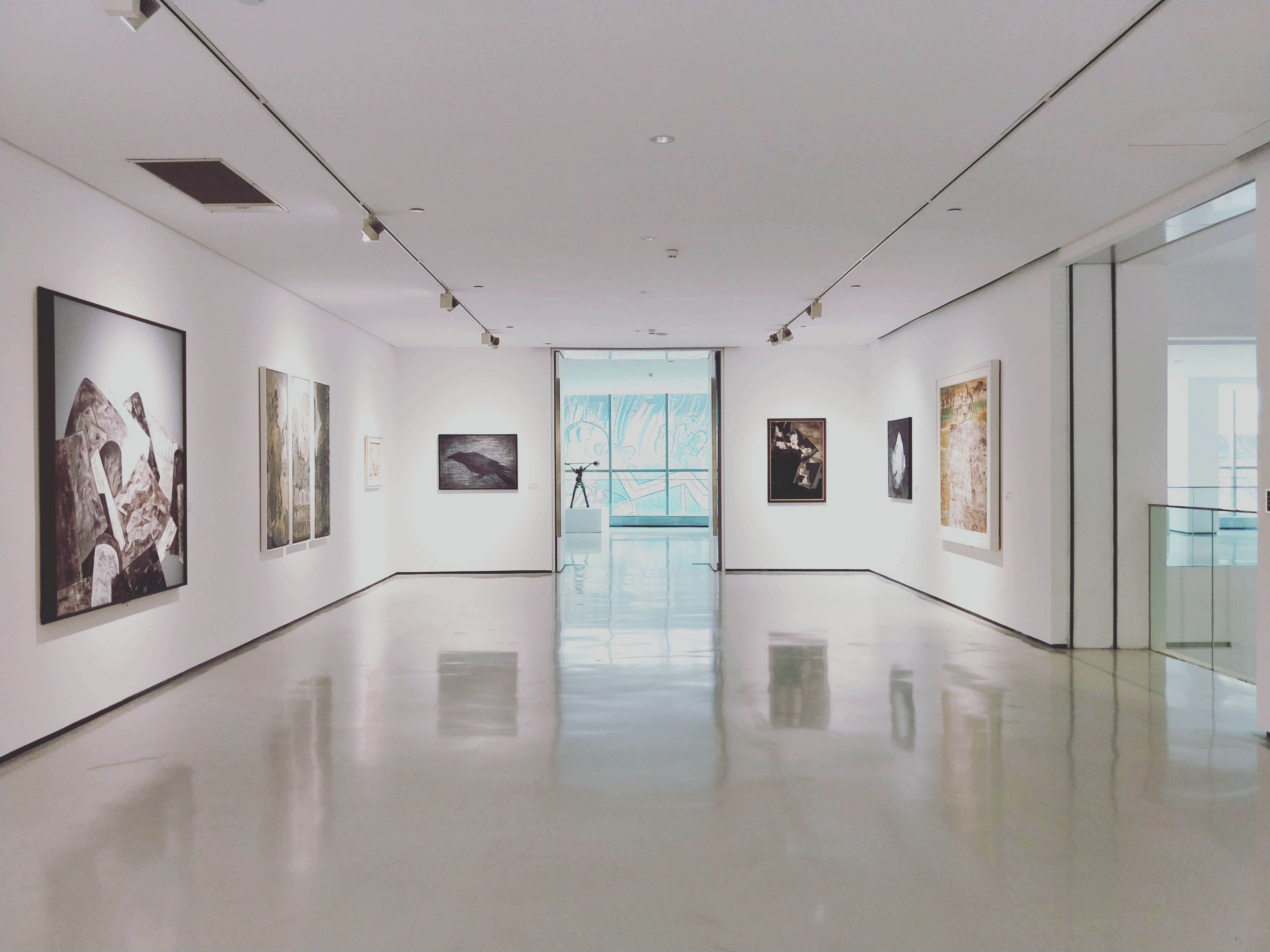 Art Gallery | © Deanna J / Unsplash