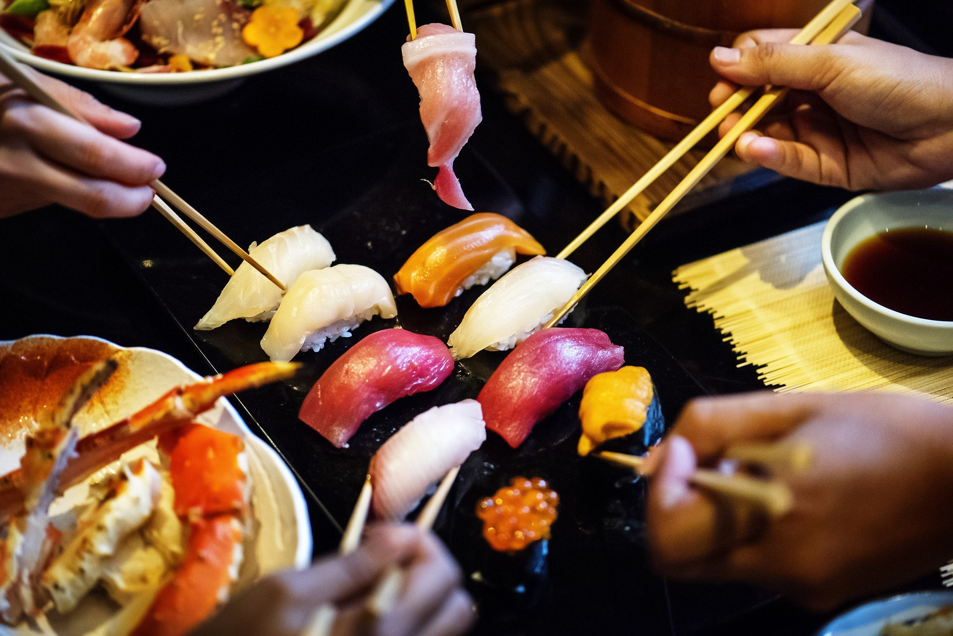 Enjoy food with friends.